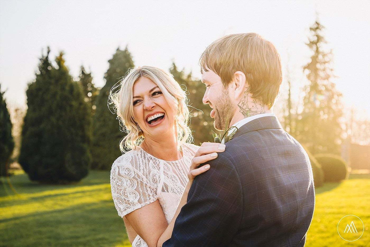 unposed wedding pictures